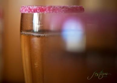Copa còctel de benvinguda amb pètals de rosa